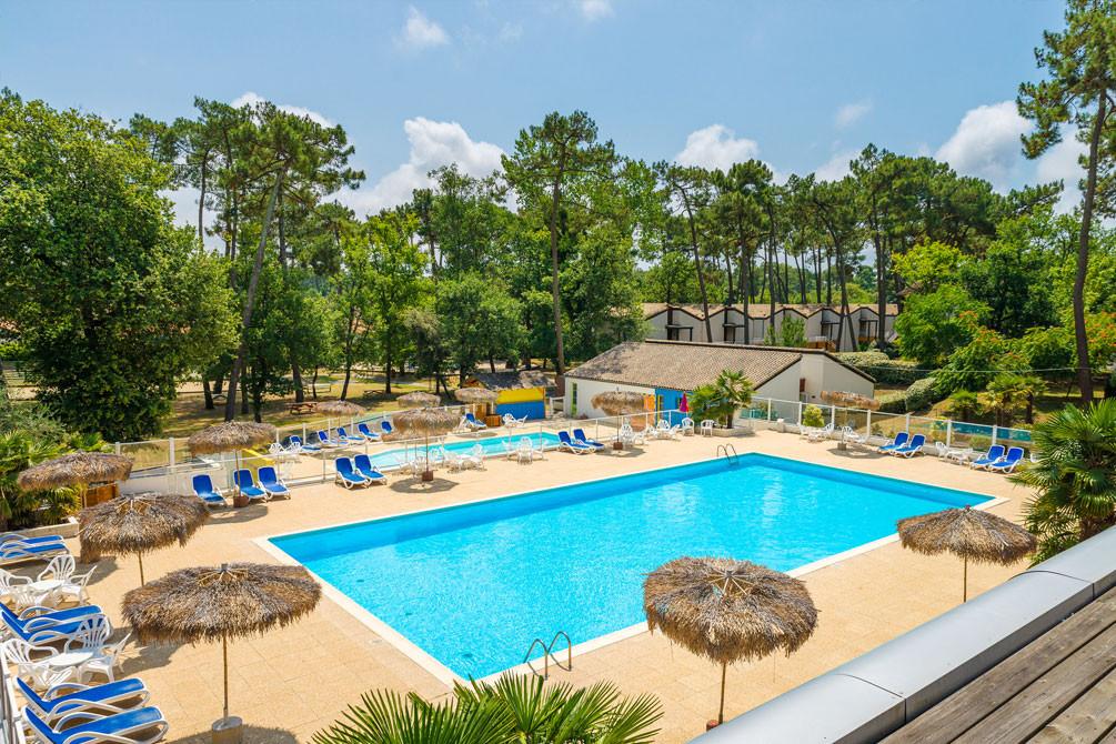 village vacances piscine ronce les bains